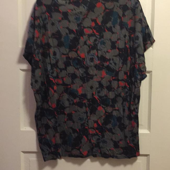 Gap T Shirt Grey, blue and red print