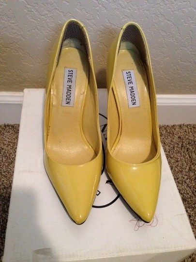 Steve Madden Patent Heel Patent Yellow Pumps