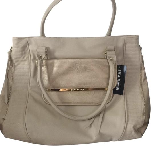 Preload https://item4.tradesy.com/images/steve-madden-white-and-gold-tote-5122513-0-0.jpg?width=440&height=440