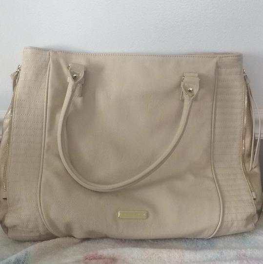 Steve Madden Tote in White And Gold