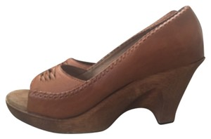 On trend boho Michael Kors tan/brown 70's clog styled wooden wedges. Perfect w/denim. Brown Chic Brown, Tan Mules