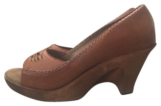 On trend boho Michael Kors tan/brown 70's clog styled wooden wedges. Perfect w/denim. Chic Brown, Tan Mules