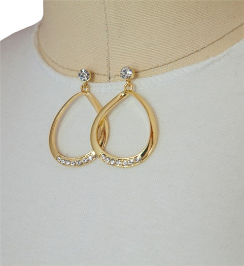 Preload https://item1.tradesy.com/images/other-gold-clear-stone-oval-dangle-earrings-5132095-0-0.jpg?width=440&height=440
