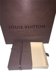 Louis Vuitton Tote in Brown accessory box and