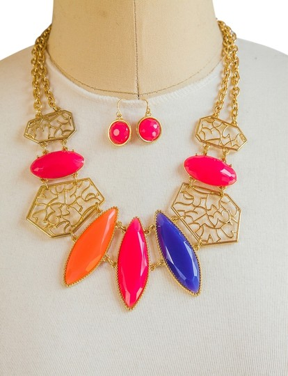 Preload https://item4.tradesy.com/images/other-hot-fashion-multi-color-statement-necklace-set-5132353-0-0.jpg?width=440&height=440