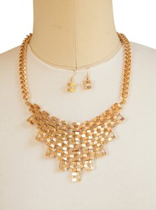 Beautiful woman Chain Linked Bib Necklace Set, Gold!