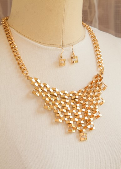 Other Beautiful woman Chain Linked Bib Necklace Set, Gold!