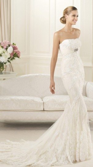 Preload https://item2.tradesy.com/images/pronovias-off-white-lace-satin-feathers-dietrich-modern-wedding-dress-size-8-m-5135686-0-2.jpg?width=440&height=440