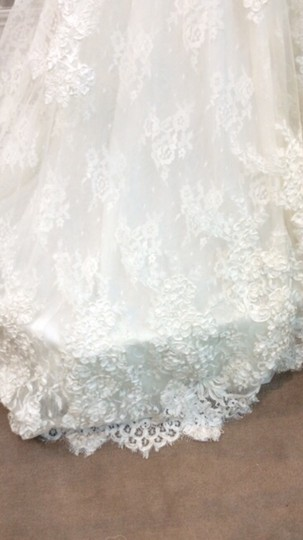 Pronovias Off White Lace Satin Feathers Dietrich Modern Wedding Dress Size 8 (M)