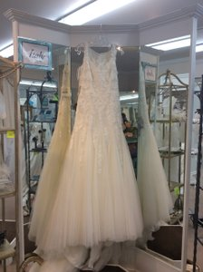 Pronovias Oncala Off White Wedding Dress