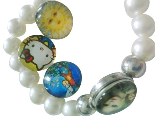 Preload https://item1.tradesy.com/images/other-new-snap-on-button-charms-bracelet-with-4-charms-and-gift-pouch-5136580-0-0.jpg?width=440&height=440