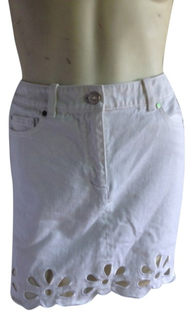 Preload https://item1.tradesy.com/images/celine-white-jeans-floral-cutout-miniskirt-size-4-s-27-5136865-0-0.jpg?width=400&height=650