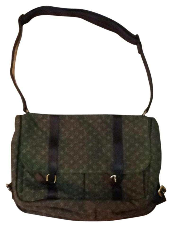 louis vuitton messanger bag style diaper bag army green 65 off tradesy. Black Bedroom Furniture Sets. Home Design Ideas