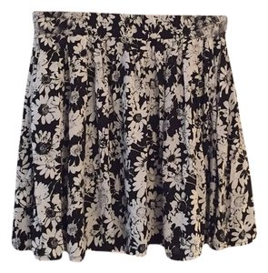 Aropostale Skirt Black and white
