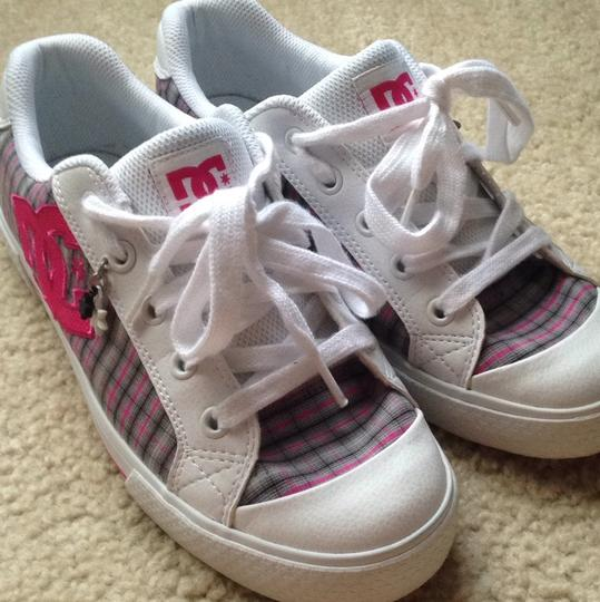 DC Shoes White, Black, Pink, Gray Plaid Athletic