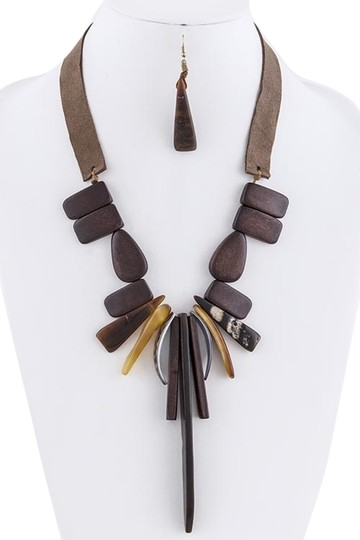 Preload https://item3.tradesy.com/images/unknown-boho-inspired-wood-sea-shell-charm-brown-statement-necklace-set-5143627-0-0.jpg?width=440&height=440