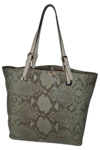 Michael Kors Tote in Cream and beige