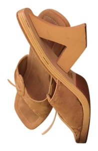 Nature Breeze Tan Sandals