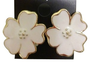 Beautiful White Flower Earrings