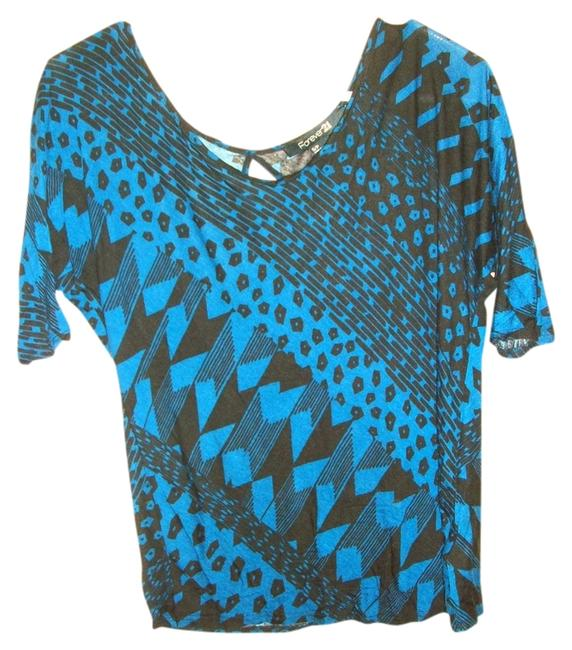 Preload https://img-static.tradesy.com/item/515126/forever-21-black-and-blue-print-blouse-size-8-m-0-0-650-650.jpg