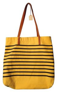 Tote in yellow and navy