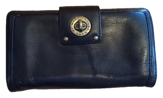 Preload https://item1.tradesy.com/images/marc-by-marc-jacobs-black-leather-wallet-5166310-0-0.jpg?width=440&height=440