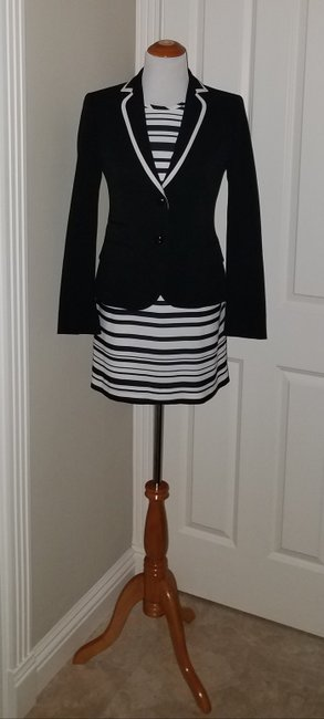 Preload https://item4.tradesy.com/images/banana-republic-a-polished-black-and-white-ensemble-above-knee-short-casual-dress-size-petite-2-xs-516733-0-1.jpg?width=400&height=650