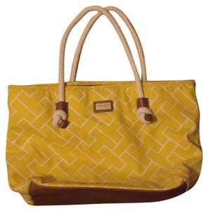 Tommy Hilfiger Tote in Yellow