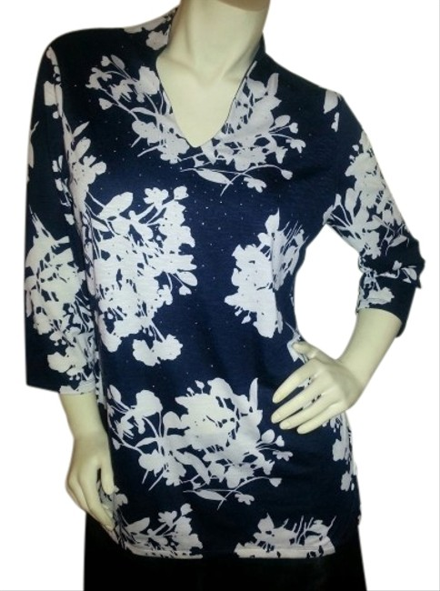 Preload https://item3.tradesy.com/images/rafaella-navy-blue-and-beige-floral-v-neck-tunic-size-12-l-517272-0-1.jpg?width=400&height=650