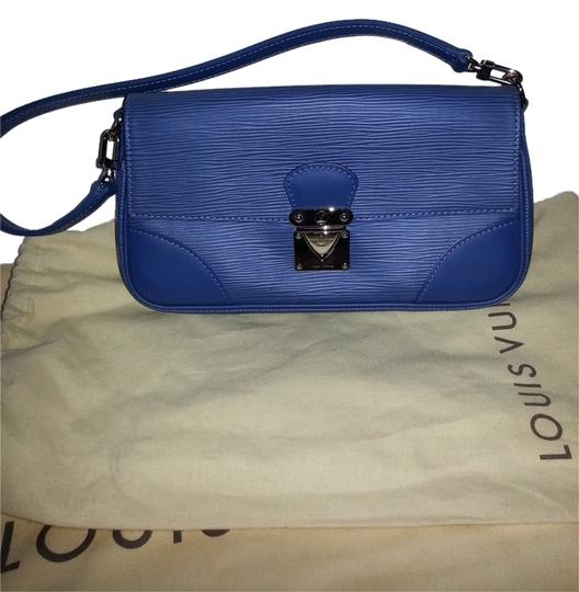 Preload https://item3.tradesy.com/images/louis-vuitton-pochette-segursilver-hdw-mint-condition-blue-epi-shoulder-bag-5172817-0-0.jpg?width=440&height=440