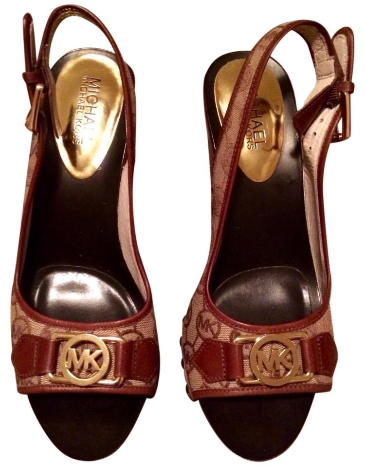 224bddb74ccf Michael Kors Wedge Sandal Mk Studded Gold Hardware Trendy Luggage 6.5 Brown  Signature Logo