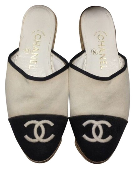 Preload https://item3.tradesy.com/images/chanel-creamblack-canvas-espadrilles-flats-mulesslides-size-us-65-518662-0-1.jpg?width=440&height=440