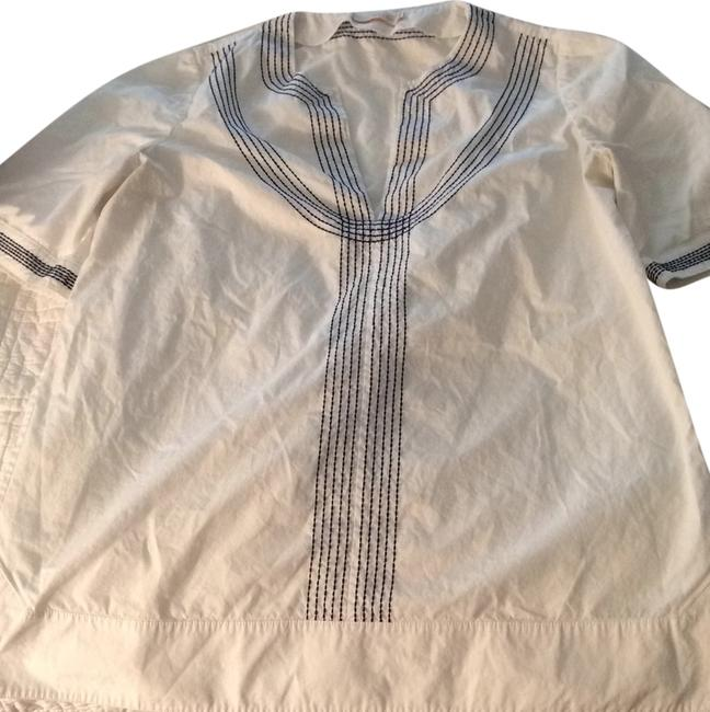 Preload https://item2.tradesy.com/images/tory-burch-white-embroidered-poplin-relaxed-tunic-blouse-size-8-m-5190811-0-0.jpg?width=400&height=650