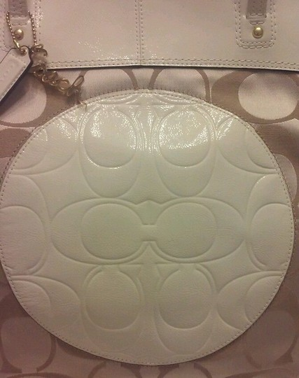 Coach Medallion Patent Leather Sateen Nwt Tote in Khaki