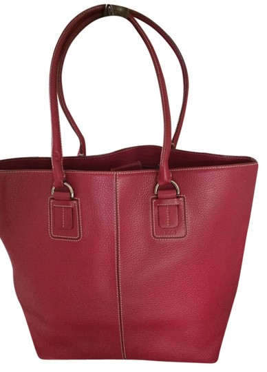 Preload https://item1.tradesy.com/images/tod-s-red-leather-tote-5198875-0-0.jpg?width=440&height=440