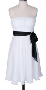 White Chiffon Strapless Pleated Bust W/ Sash Size:small Feminine Bridesmaid/Mob Dress Size 6 (S)