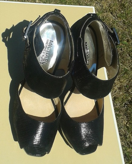 Michael Kors Leather Leather Textured Leather Silver Buckle Open Toe Sandal 40f0heha2e Black Platforms