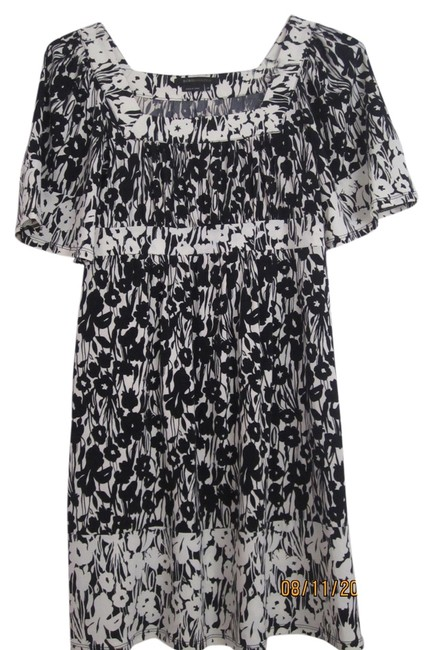 Preload https://item2.tradesy.com/images/bcbgmaxazria-balck-and-white-floral-pattern-knee-length-night-out-dress-size-2-xs-5202481-0-0.jpg?width=400&height=650