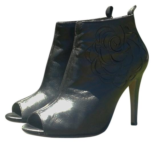 Preload https://item2.tradesy.com/images/vince-camuto-leather-open-toe-bootie-black-boots-5203516-0-0.jpg?width=440&height=440