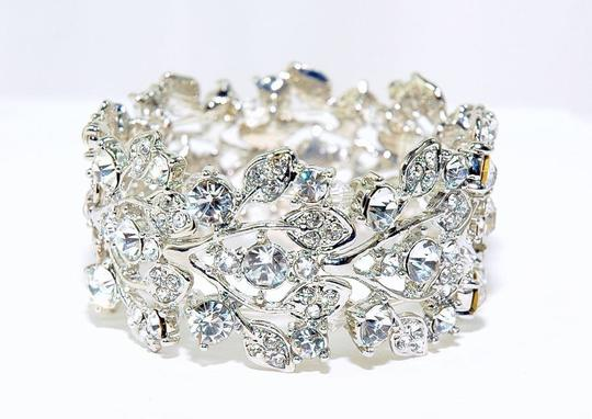 Preload https://img-static.tradesy.com/item/52072/clearrhodium-plate-swarovski-crystal-vine-stretch-w-bracelet-0-0-540-540.jpg