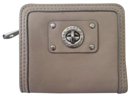 Preload https://item4.tradesy.com/images/marc-by-marc-jacobs-bifold-wallet-5207638-0-0.jpg?width=440&height=440