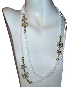 Vintage Vintage White Plastic Gold Overlay Flower Bead Flapper Length Necklace 27