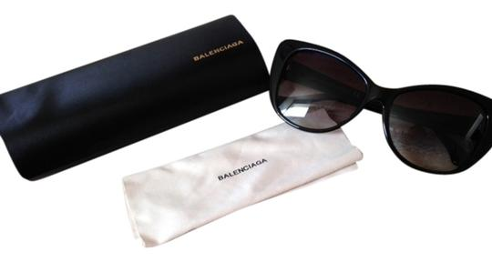 Preload https://item2.tradesy.com/images/balenciaga-balenciaga-ombre-cat-eye-sunglasses-blackbrand-new-no-tags-case-wipe-cloth-5208016-0-0.jpg?width=440&height=440