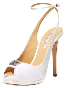 Oscar de la Renta Diana Pump White Pumps