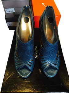 Boutique 9 Blue Pumps