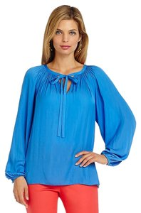 Vince Camuto Bright Flowy Flowey Top Classic Blue