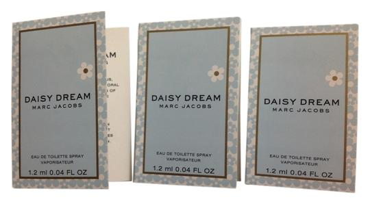 Preload https://item2.tradesy.com/images/marc-jacobs-3-daisy-dream-edt-mini-spray-fragrance-5212531-0-0.jpg?width=440&height=440