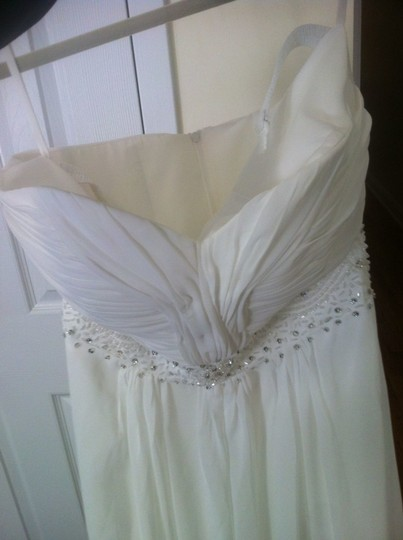 David's Bridal Ivory Chiffon Strapless Summer Gown Bc032 Destination Wedding Dress Size 8 (M)
