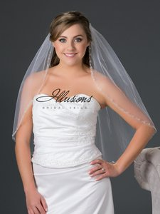 Illusions Bridal Rhinestone And Pearl Accents Veil V7048