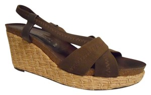 Donald J Pliner brown Platforms